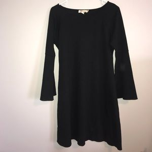 PERFECT LITTLE BLACK DRESS! trumpet sleeve detail